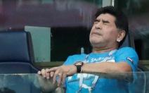 Maradona nhập viện sau chiến thắng nghẹt thở của Argentina