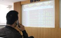 Khối ngoại lại 'xả hàng', VN Index mất hơn 14 điểm