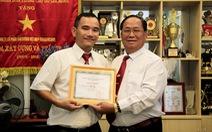 Thưởng tài xế taxi TP.HCM trả ví cho cảnh sát Hàn Quốc để quên