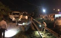 Tàu hỏa tông văng xe bồn chở gas qua đường ngang
