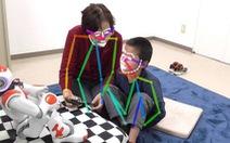 Robot AI giúp trẻ tự kỷ 'đọc' cảm xúc người khác tốt hơn