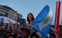 Tình yêu bóng đá qua lời ca cổ động viên Argentina