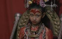 Nữ thần sống Kumari: chân không được phép chạm đất