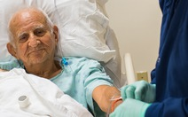 Phẫu thuật cho người cao tuổi - những biến chứng cần biết