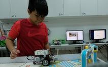 Khi trẻ lắp ráp, lập trình robot