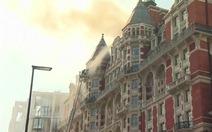 Cháy khách sạn lâu đời ở trung tâm London