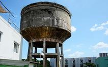 Vỡ bể nước 600 mét khối trên cao, 2 'đầu bếp' thiệt mạng