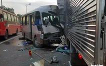 Xe khách đối đầu xe tải rạng sáng, 18 người nhập viện cấp cứu