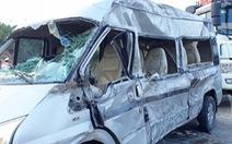 Xe khách đấu đầu xe container, 1 người chết, 8 người bị thương