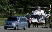 Trực thăng đưa thành viên thứ 5 của đội bóng Thái Lan đến bệnh viện