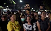 Giải cứu đội bóng Thái Lan: Truyền thông quốc tế túc trực ở bệnh viện