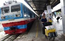 Khách ngày càng giảm, tàu lửa lại càng tăng giá vé