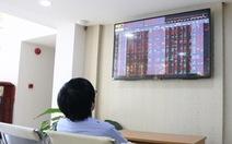 Cổ phiếu ngân hàng bị bán ròng, VN Index thủng mốc 900 điểm