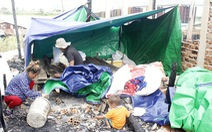 Xóm người Việt vốn nghèo nay lâm cảnh trắng tay