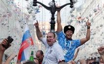 Nga hốt bạc nhờ người hâm mộ chịu chi tiền
