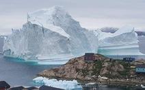 Video tảng băng cao trăm mét trôi dạt tới Đan Mạch