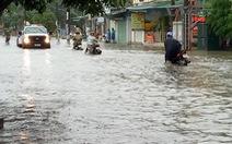 Mưa lớn kéo dài, đường phố Hà Tĩnh thành sông