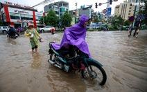 Nhiều tuyến phố Hà Nội ngập sâu sau mưa