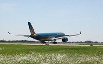 Máy bay Vietnam Airlines lại hạ cánh lệch đường băng