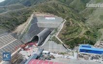 Trung Quốc xây hầm xuyên núi chuẩn bị cho Olympic 2022
