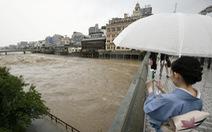 Thế giới nóng như điên, Nhật mưa lớn triền miên