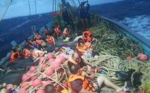 Hai tàu du lịch chìm ở Thái Lan, hàng chục du khách mất tích