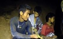 Tranh cãi về trách nhiệm HLV dẫn đội bóng Thái vào hang động