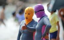 Thế giới trong tuần qua ảnh: phụ nữ Trung Quốc biến thành người ngoài hành tinh khi tắm biển