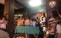 Cuộc họp báo lúc 0h trước cửa hang Tham Luang