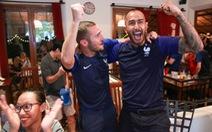 Tổng lãnh sự Pháp tại Sài Gòn cùng fan ăn mừng chiến thắng
