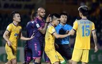 Cầu thủ Sài Gòn và Thanh Hóa suýt đánh nhau trong 10 phút cuối