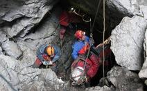 Cuộc giải cứu nhà vật lý trong hang động sâu nhất nước Đức