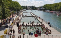 Paris biến kênh nước thải thành hồ bơi cho dân 'giải nhiệt'