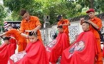 'Salon vỉa hè' của Vương