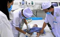 Bệnh lây lan bùng phát: 200 trẻ nhiễm virút hợp bào nhập viện