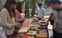 Sách 1.000 đồng được bày bán tại Hội chợ sách cũ Hà Nội