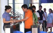 """Đề nghị khắc phục sự cố cổng soát vé ở ga Hà Nội """"cà giật"""""""