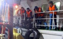 Cảnh sát biển cứu sống 13 ngư dân bị chìm tàu trong đêm