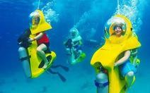 Chạy 'xe tay ga' dưới đáy biển