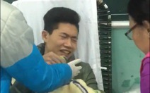 Nam sinh hiến máu tình nguyện dù sợ kim tiêm