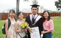 Nam sinh khiếm thị tốt nghiệp đại học loại giỏi