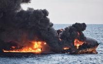 Chìm tàu chở dầu Iran: cháy lớn 10 ngày chưa dứt