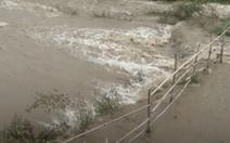 Vỡ cửa xả đáy hồ thải Apatit ở Lào Cai