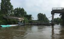 Tiền Giang: Sà lan chở cát tông sập cầu Long Hòa B