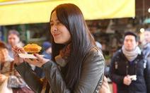 Đi chợ cá Tsukiji ăn 7 món ngon đường phố