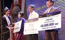 Hoa hậu H'Hen Niê tặng 60 học bổng cho học sinh nghèo quê nhà