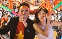 Bộ ảnh cưới chụp ngay trong đêm mừng chiến thắng lịch sử