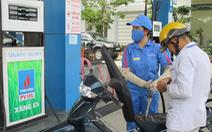Quản lý bất cập, doanh nghiệp xăng dầu hưởng lợi nghìn tỉ