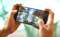 Người trẻ nên mua điện thoại cận cao cấp đời mới hay flagship đời cũ?