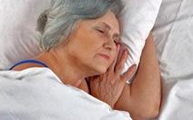 Ngủ không sâu giấc - dấu hiệu sớm của chứng Alzheimer